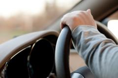 Нужно ли выходить из автомобиля, когда вас остановил инспектор?