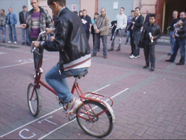 Велосипед не хочет слушаться наездника, как впервые осёдланный норовистый конь.