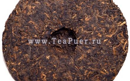Листья чая Шу (чёрного) Пуэра прошли процесс пост-ферментации, поэтому имеют насыщенный коричневый цвет.