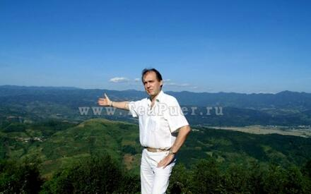 Президент компании «СеДеК» Сергей Дубинин оценил плантации провинции Юньнань и качество изготовления Пуэра на фабрике.
