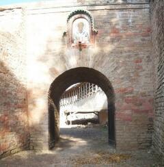 Никольские ворота крепости с иконой Николая Чудотворца