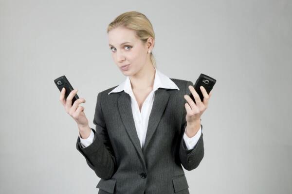 Вы еще ходите с двумя телефонами?