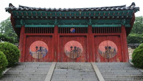 Ворота старого монастыря в Чонджу, Южная Корея