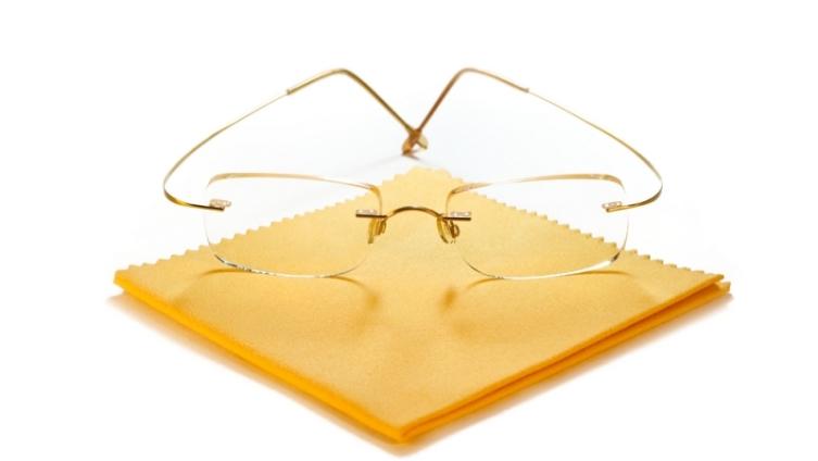 Очки. Как правильно ухаживать за хрупкими аксессуарами?