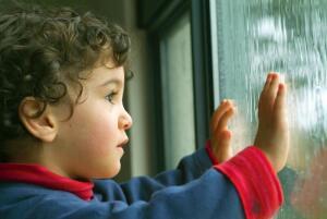 Ребёнок много времени проводит в одиночестве. Хорошо ли это?