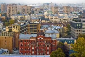 Когда и где был построен первый в Москве подземный пешеходный переход?
