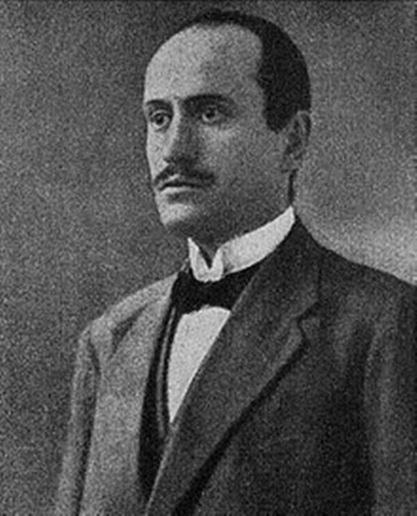 Муссолини уже мечтает о власти