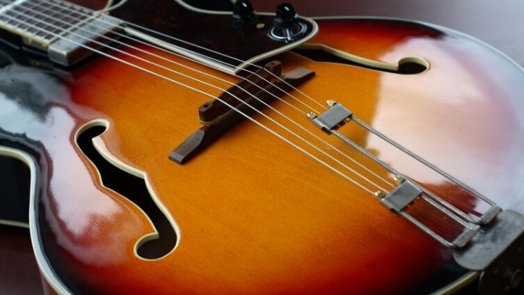 Кто изобрел «утиную походку», заставил крутиться Бетховена и набил синяк Киту Ричардсу? Ко дню рождения Чака Берри
